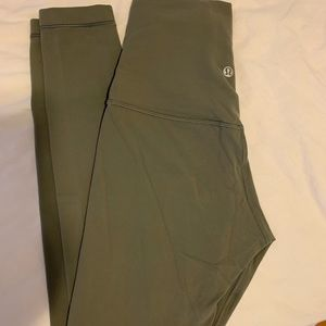 Lululemon Super High Rise worn only a few times !